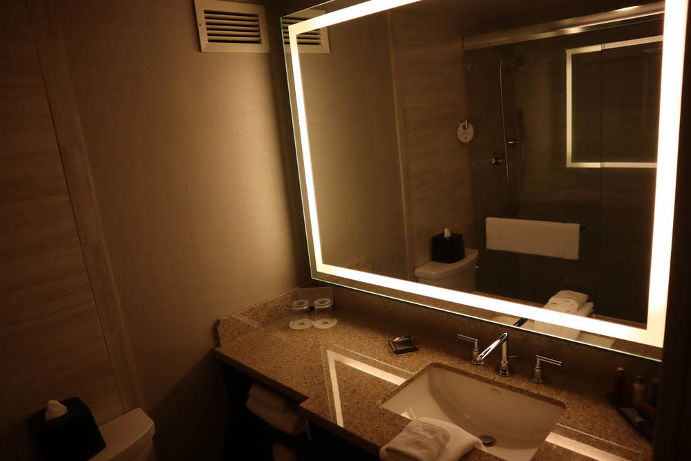 Marriott Portland Downtown Waterfront – Sink and mirror