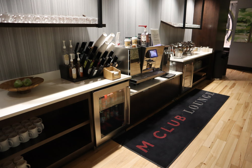 Marriott Portland Downtown Waterfront – Snacks and drinks spread