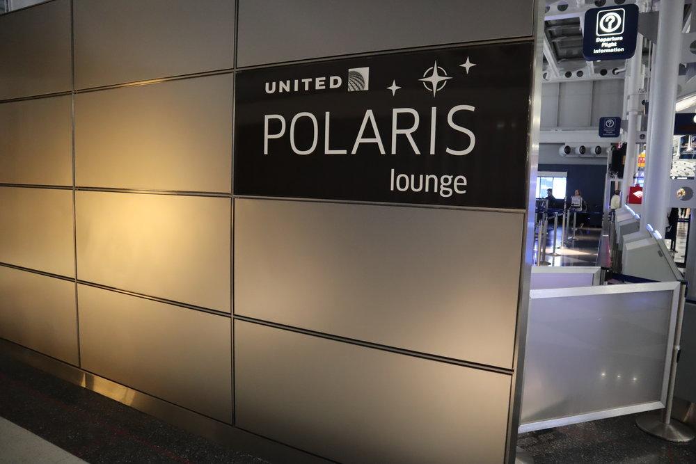 United Polaris Lounge Chicago – Entrance sign