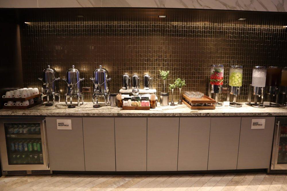 United Polaris Lounge Chicago – Self-serve drinks