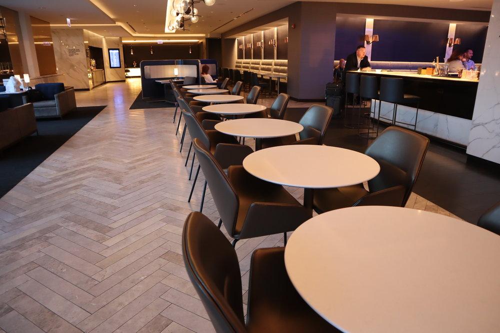 United Polaris Lounge Chicago – Seating