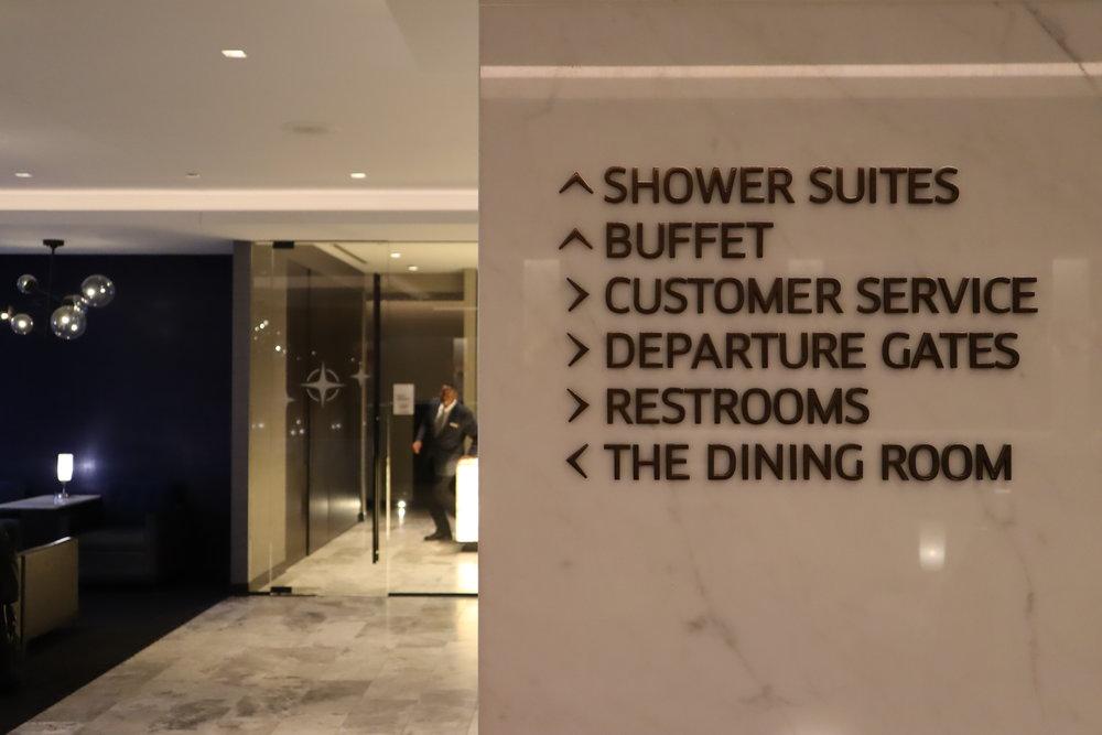 United Polaris Lounge Chicago – Signs