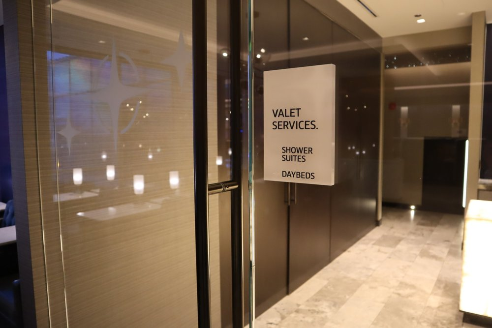 United Polaris Lounge Chicago – Valet services