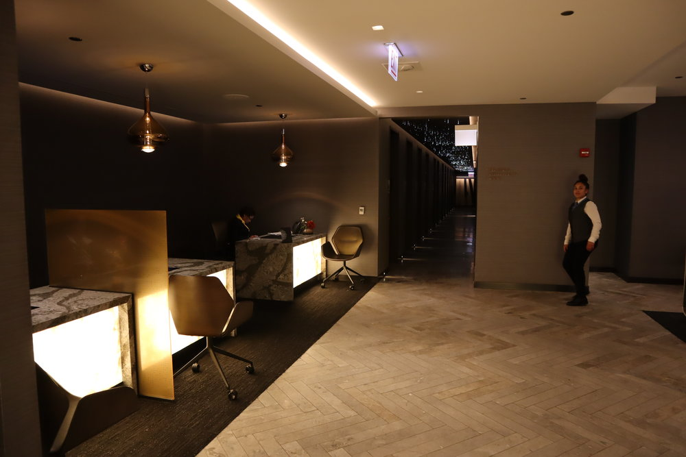 United Polaris Lounge Chicago – Concierge desks