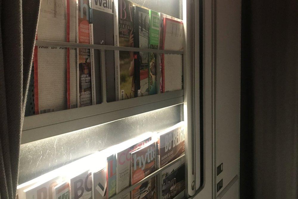 SAS business class – Magazine rack