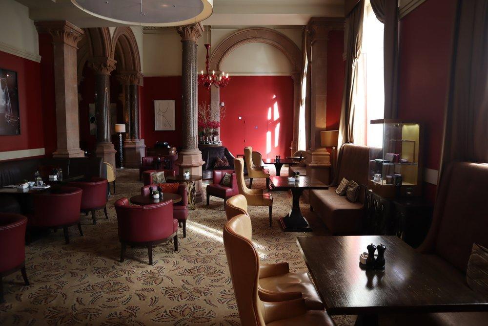 St. Pancras Renaissance Hotel London – Chambers Club seating area