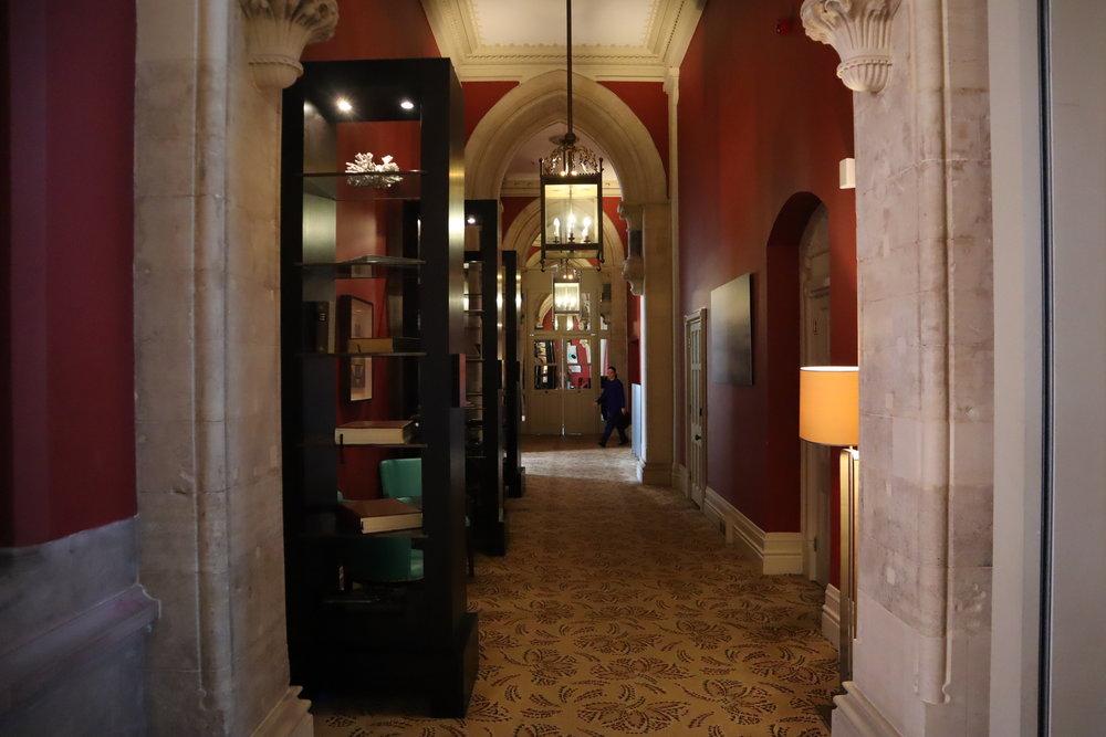 St. Pancras Renaissance Hotel London – Chambers Club hallway
