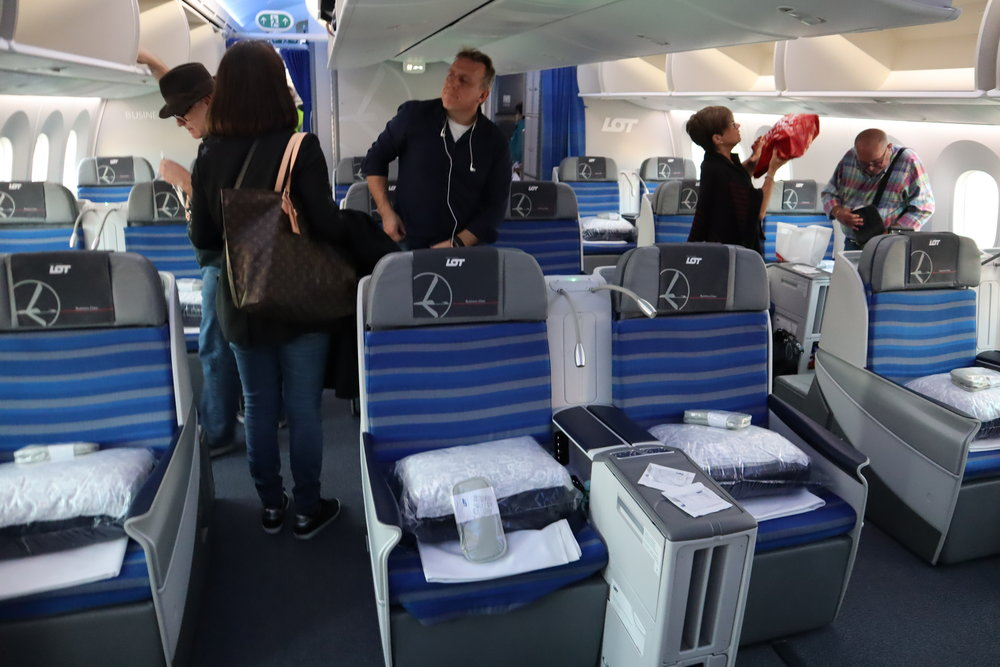 LOT Polish Airlines business class – Cabin