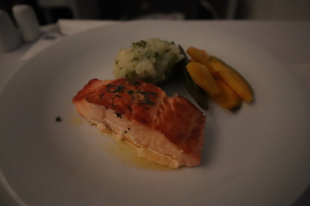 LOT Polish Airlines business class – Fried salmon with potato purée