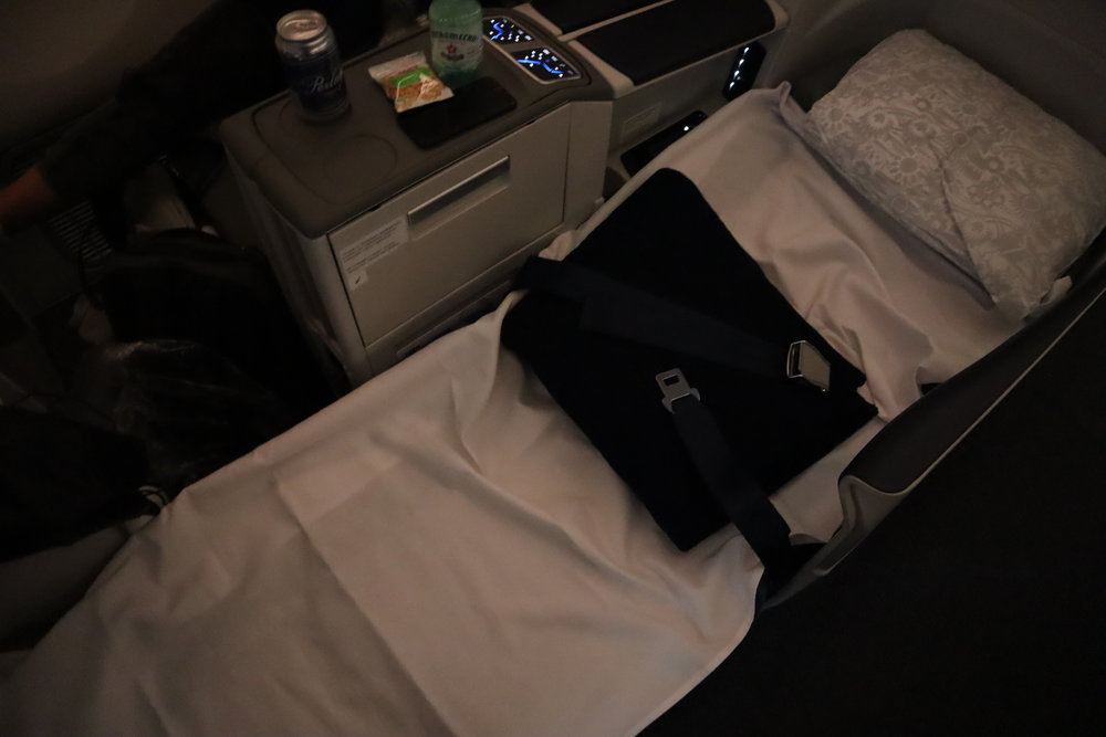 LOT Polish Airlines business class – Bed