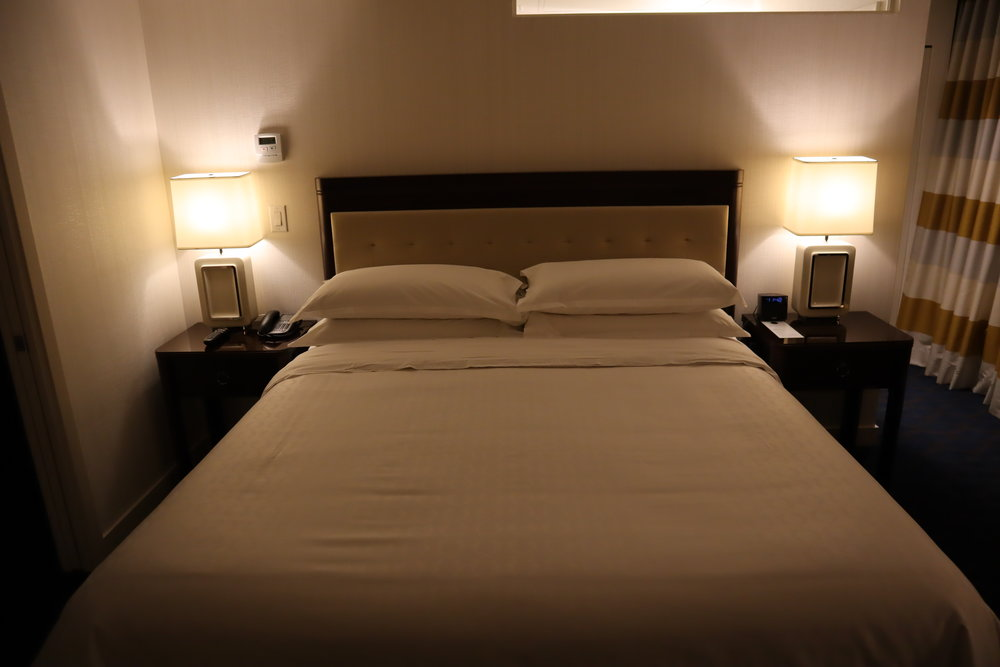 Sheraton Vancouver Wall Centre – Corner suite king bed