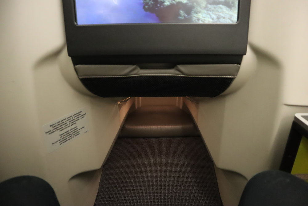 TAP Air Portugal business class – Footwell