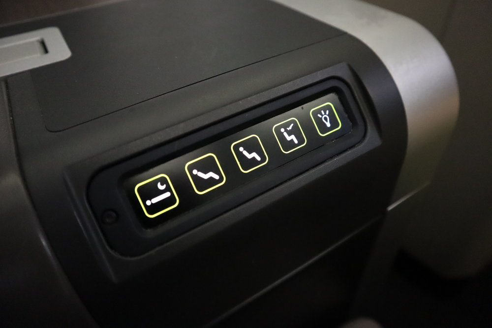 TAP Air Portugal business class – Seat controls