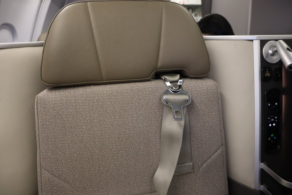 TAP Air Portugal business class – Seat belt