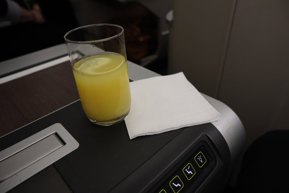 TAP Air Portugal business class – Welcome drink