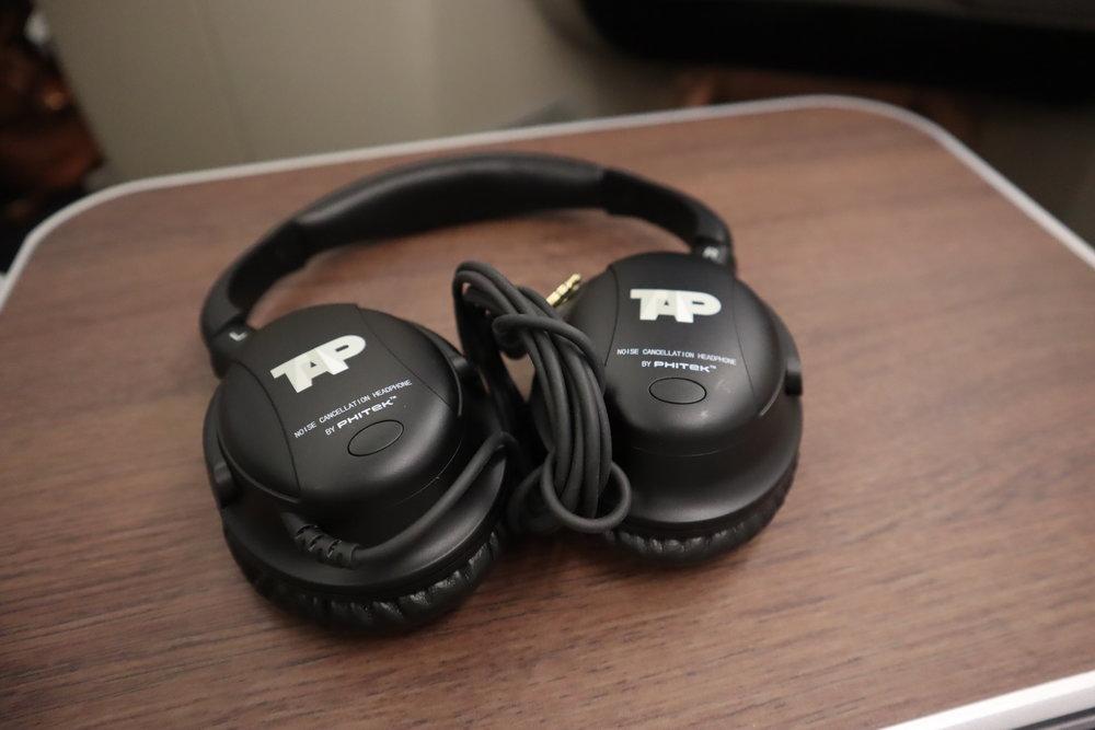 TAP Air Portugal business class – Headphones