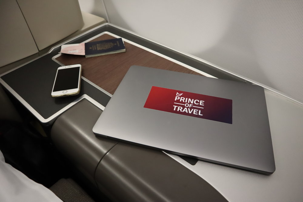 TAP Air Portugal business class – Surface space