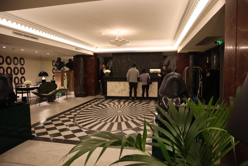 Hôtel de Berri Paris – Check-in desk