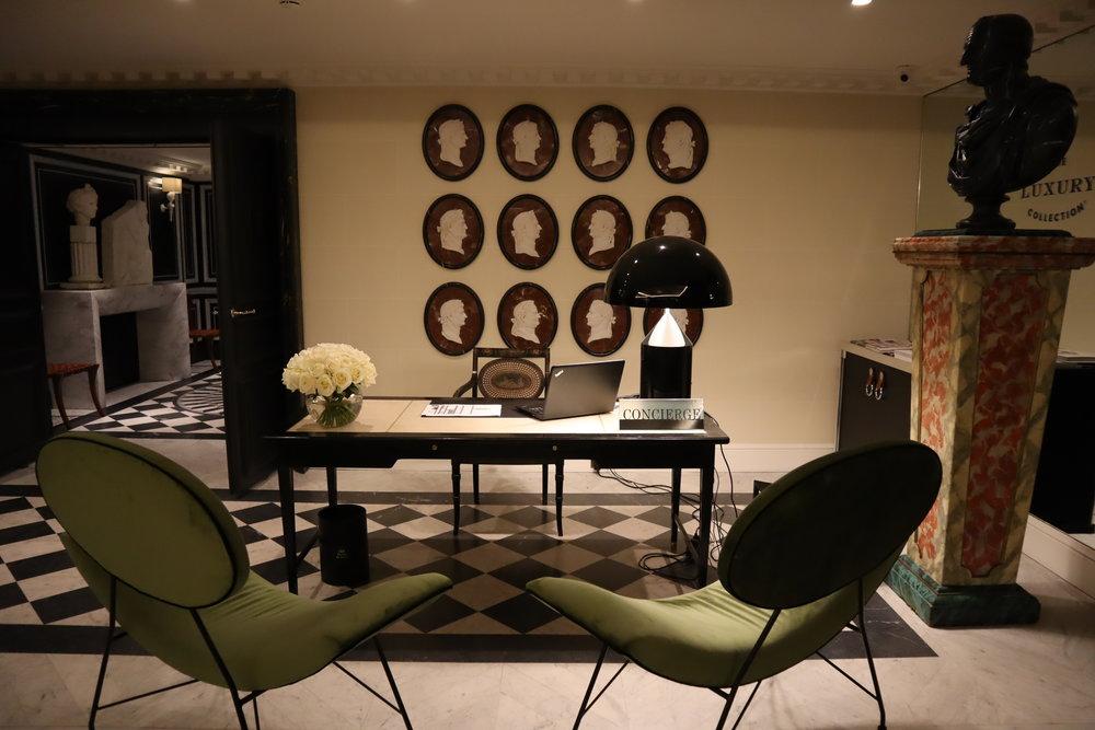 Hôtel de Berri Paris – Concierge desk