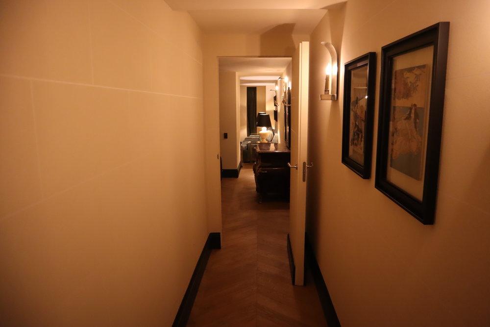 Hôtel de Berri Paris – Berri Suite hallway