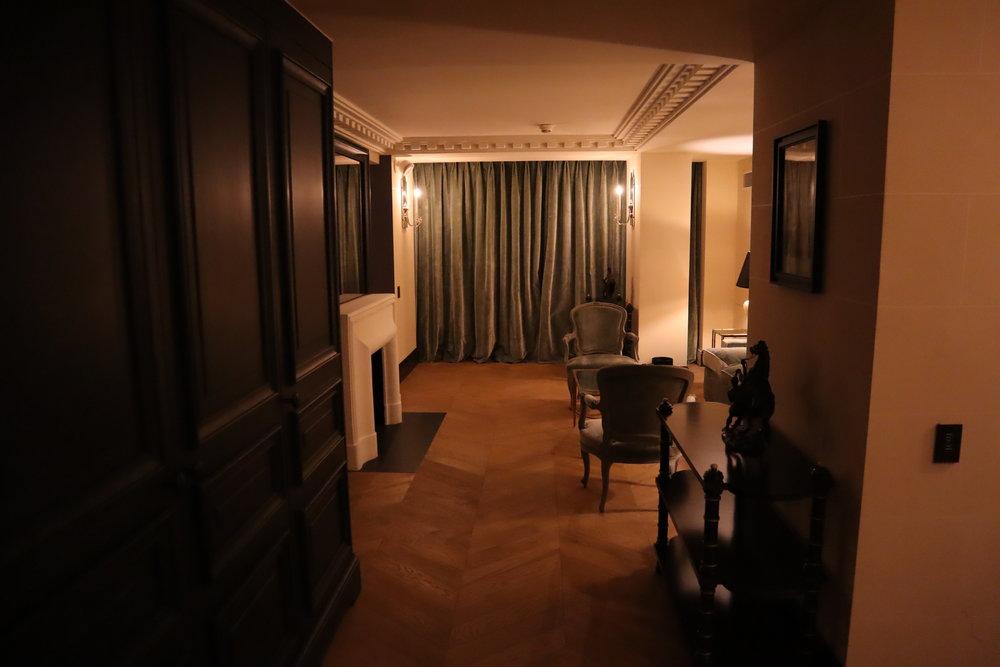Hôtel de Berri Paris – Berri Suite walkway