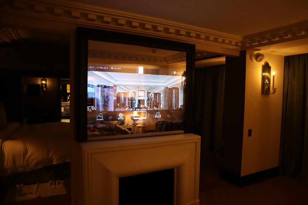 Hôtel de Berri Paris – Berri Suite television