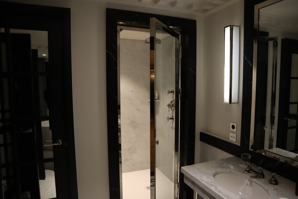 Hôtel de Berri Paris – Berri Suite shower
