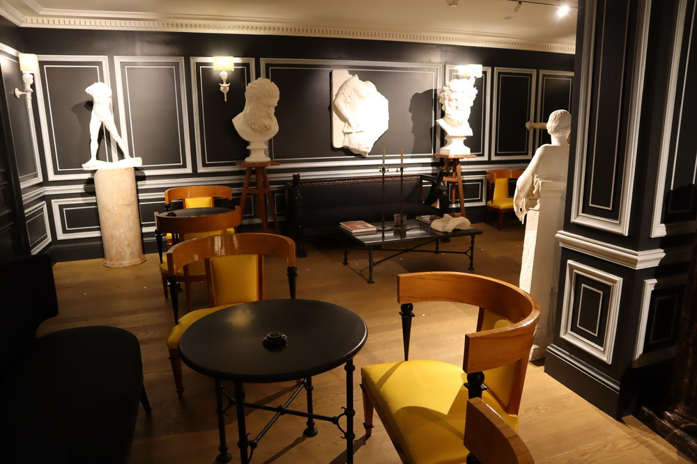Hôtel de Berri Paris – Artwork in the restaurant