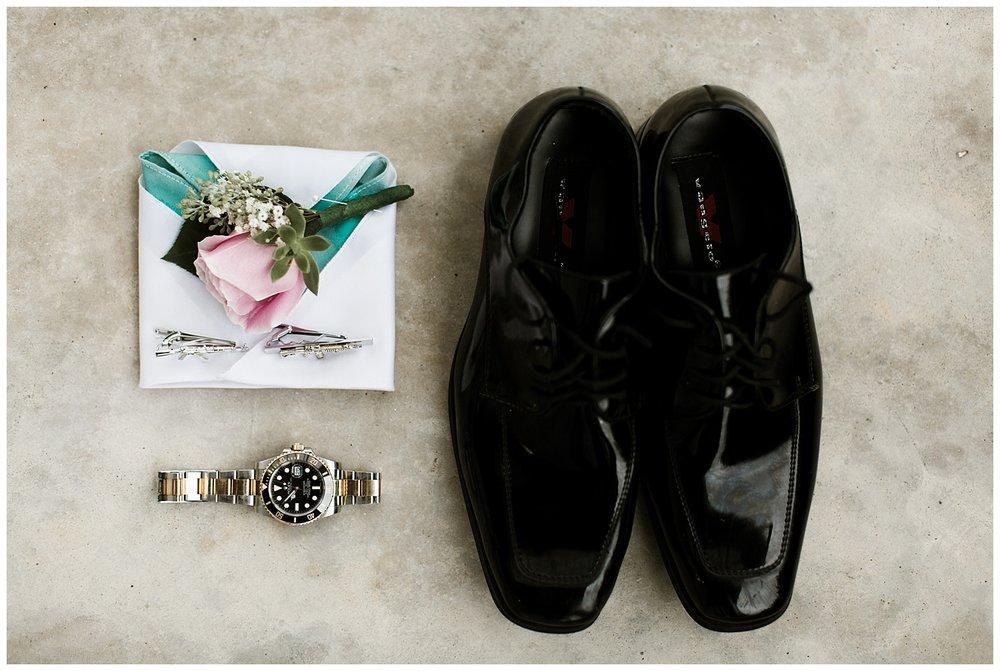 Rustic Chic Wedding | Groomsmen details | PNW wedding photographer