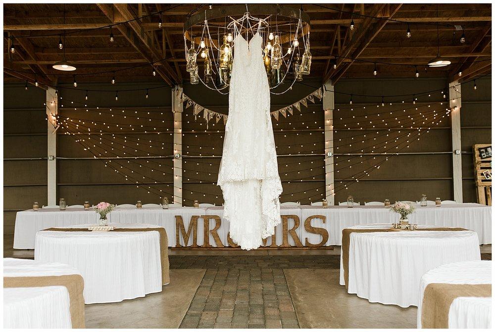 Rustic Chic Wedding | wedding dress inspo | PNW wedding photographer