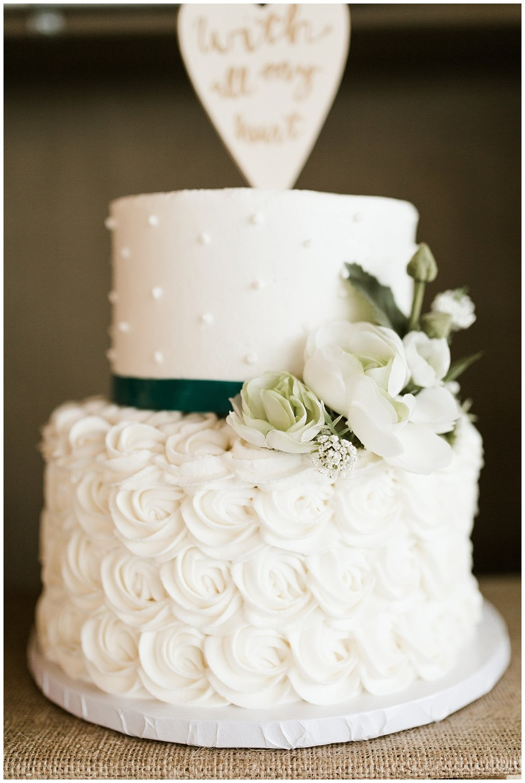 Rustic Chic Wedding | wedding cake inspo | PNW wedding photographer