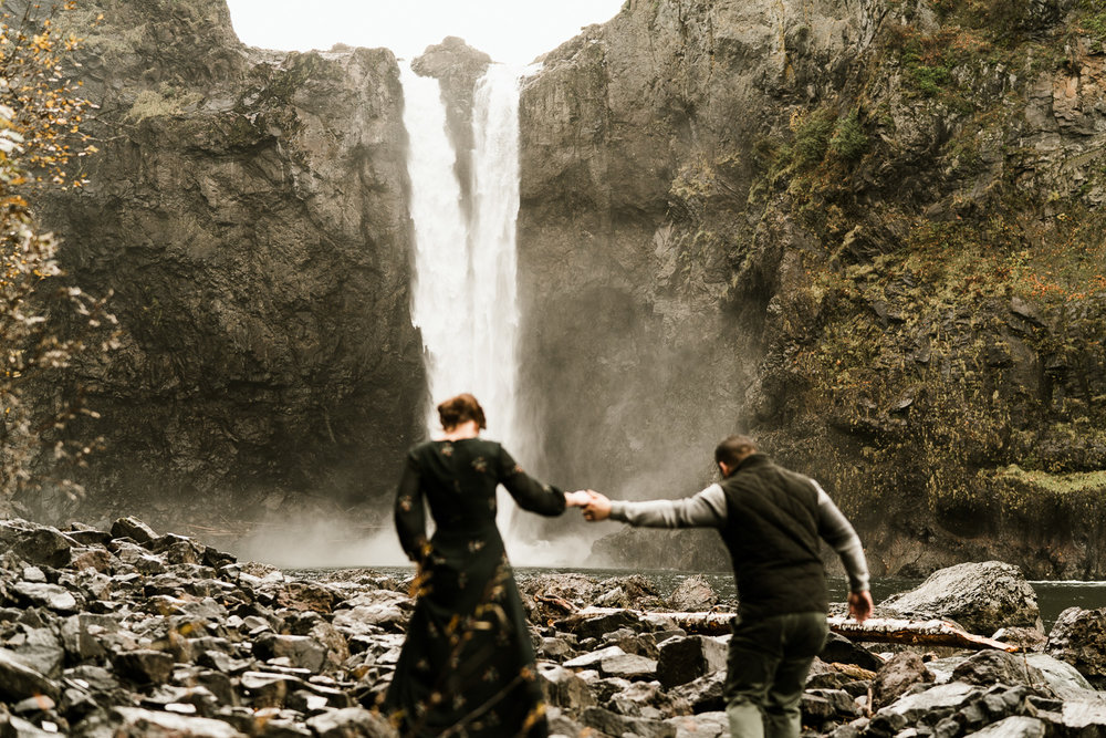 A Picturesque PNW Engagement Session | Snoqualmie Falls | Seattle Wedding photographer-11.jpg