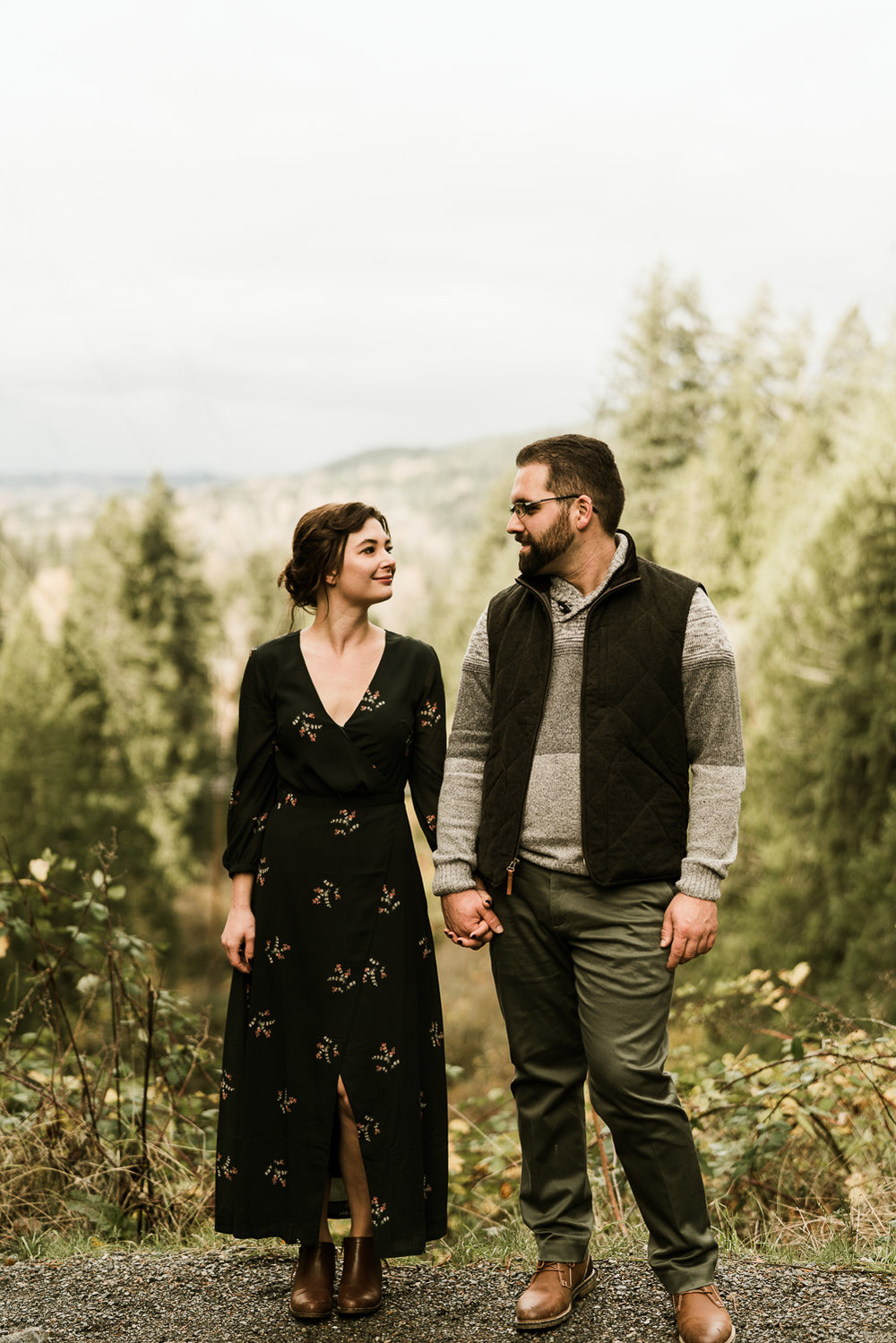 A Picturesque PNW Engagement Session | Snoqualmie Falls | Seattle Wedding photographer-22.jpg