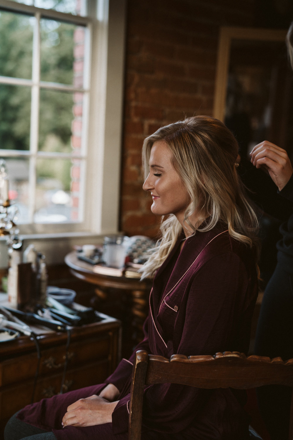 Intimate Winter Wedding | getting ready ideas | Seattle wedding photographer