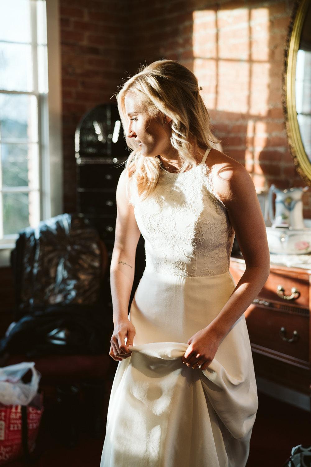 Intimate Winter Wedding | Bridal Portraits | Seattle wedding photographer