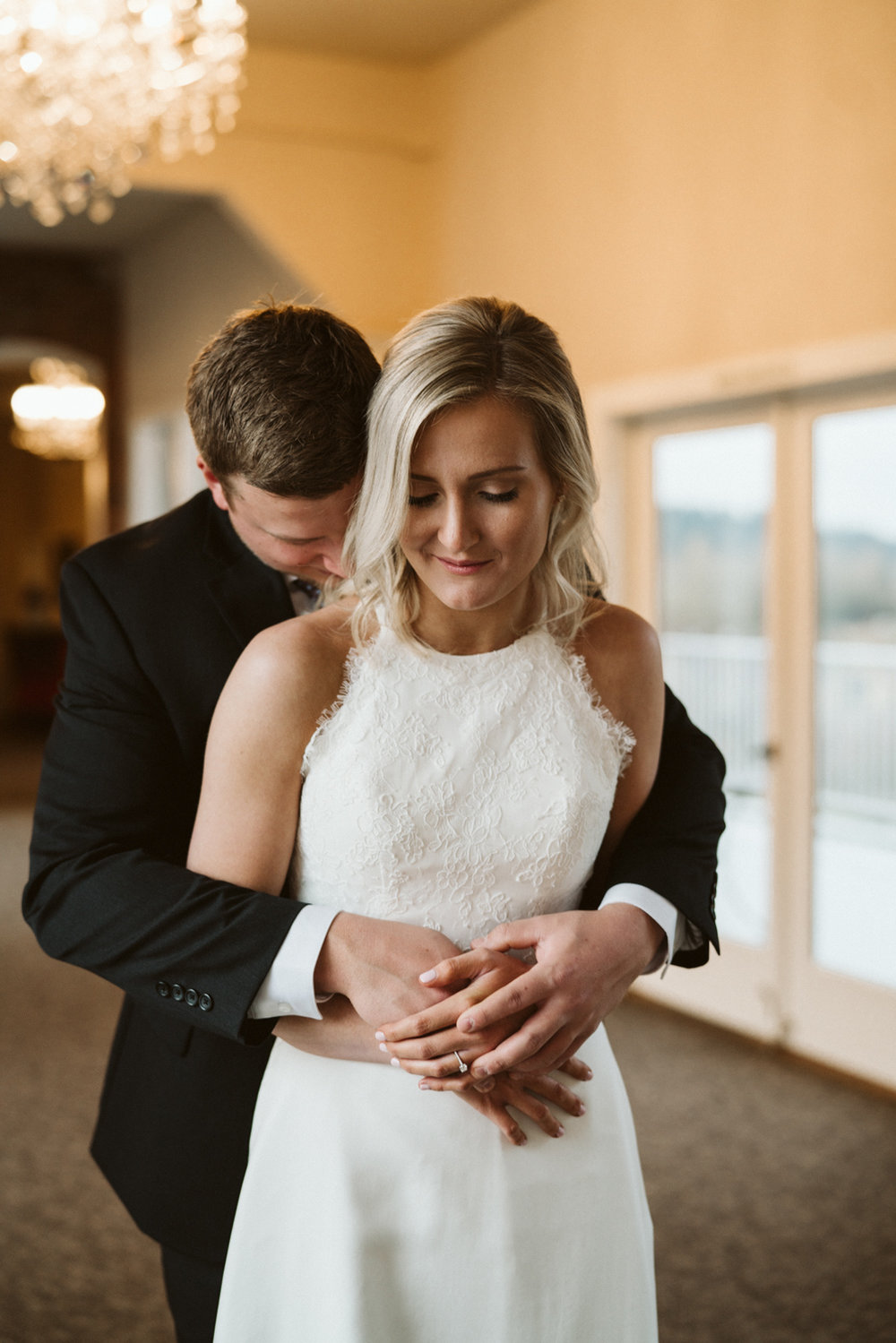 Intimate Winter Wedding | Bride and Groom portraits | Seattle wedding photographer