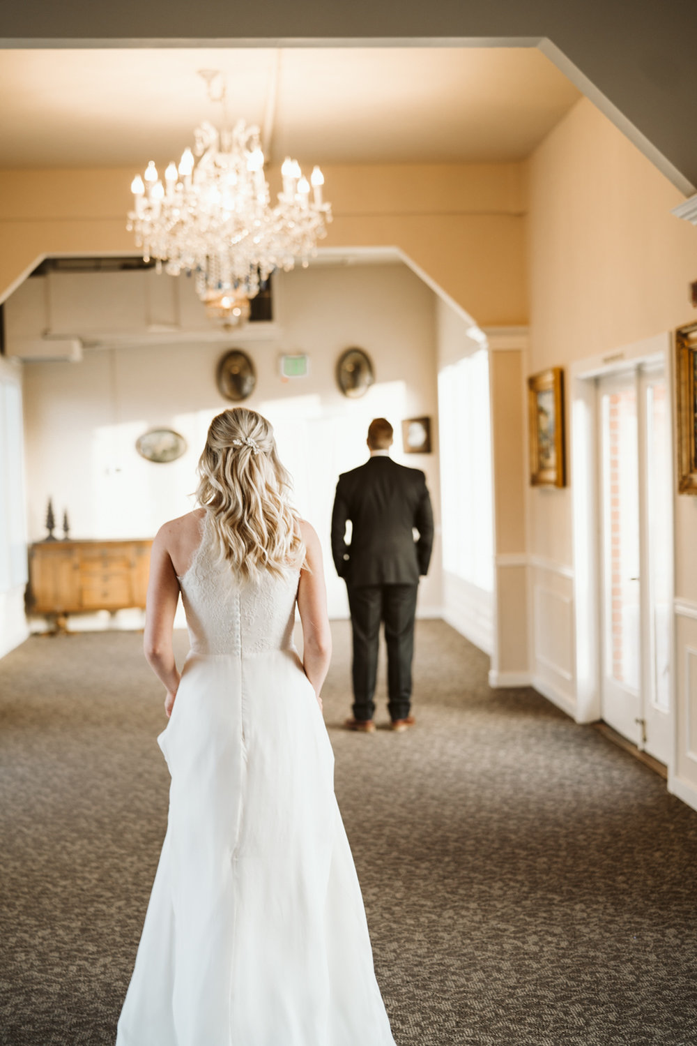 wedding day first look | bride & groom photos | hollywood school house woodinville, wa | april yentas photography | photographer & website designer