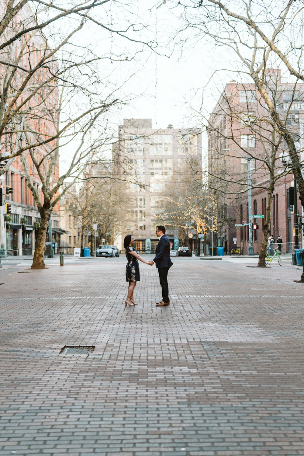 Classy metropolitan engagement session - Seattle pioneer square - Wedding Photography-10.jpg