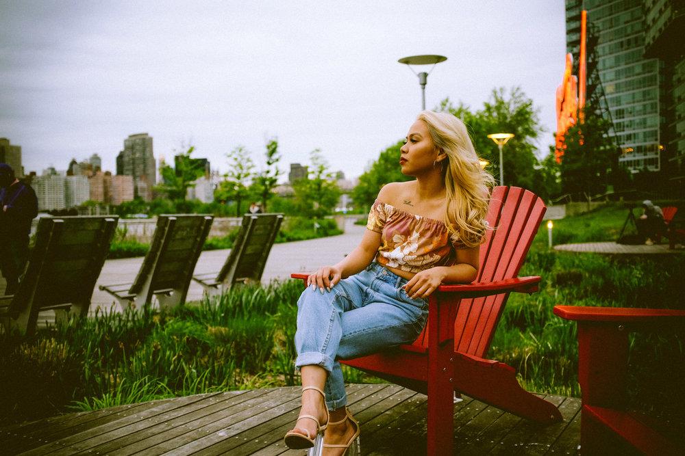 Long Island City - Top: AritziaBottom: ZaraTRF Mom Fit JeansShoes: Lulus