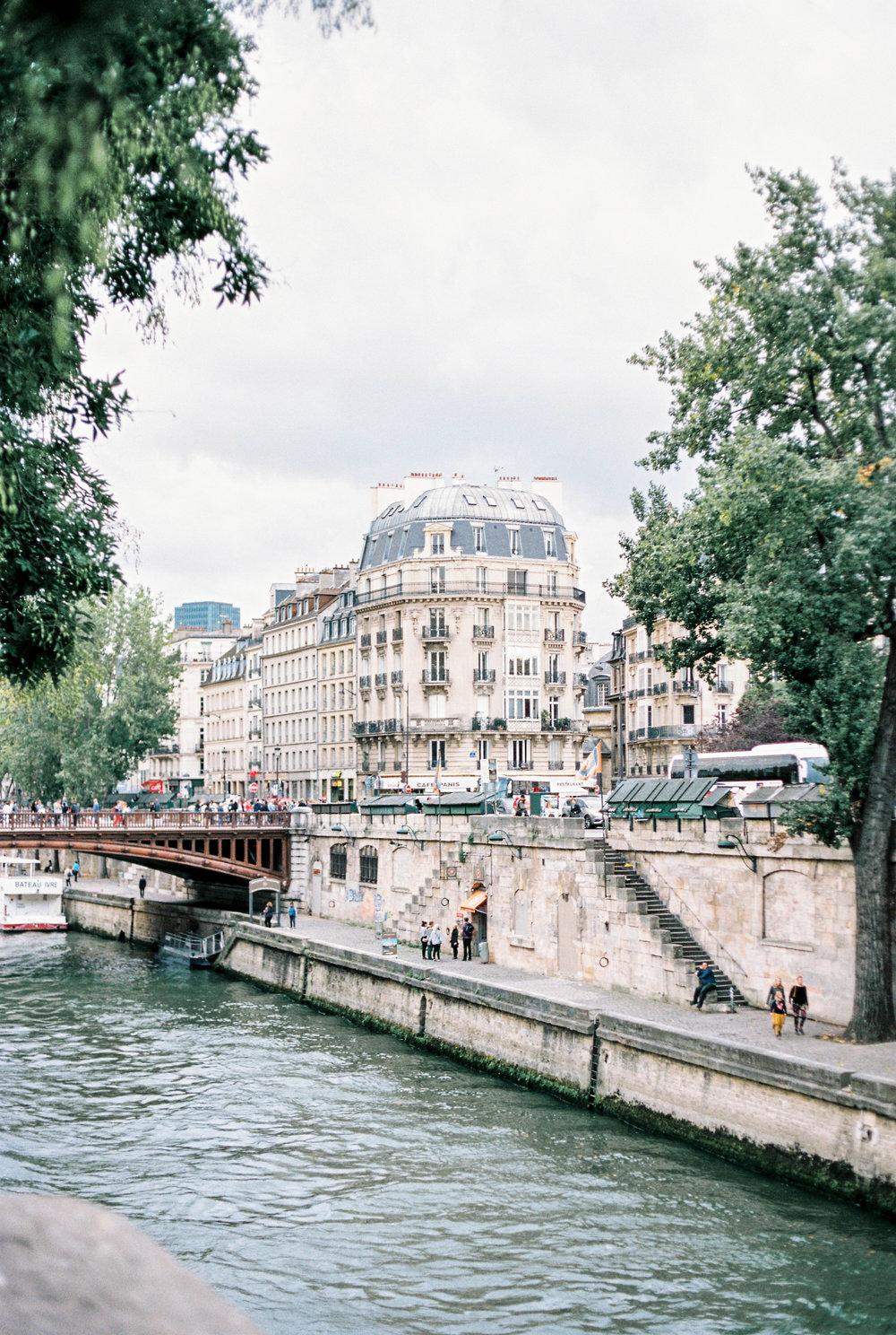 JacquelineAnnePhotography-ParisSessions-1-10.jpg