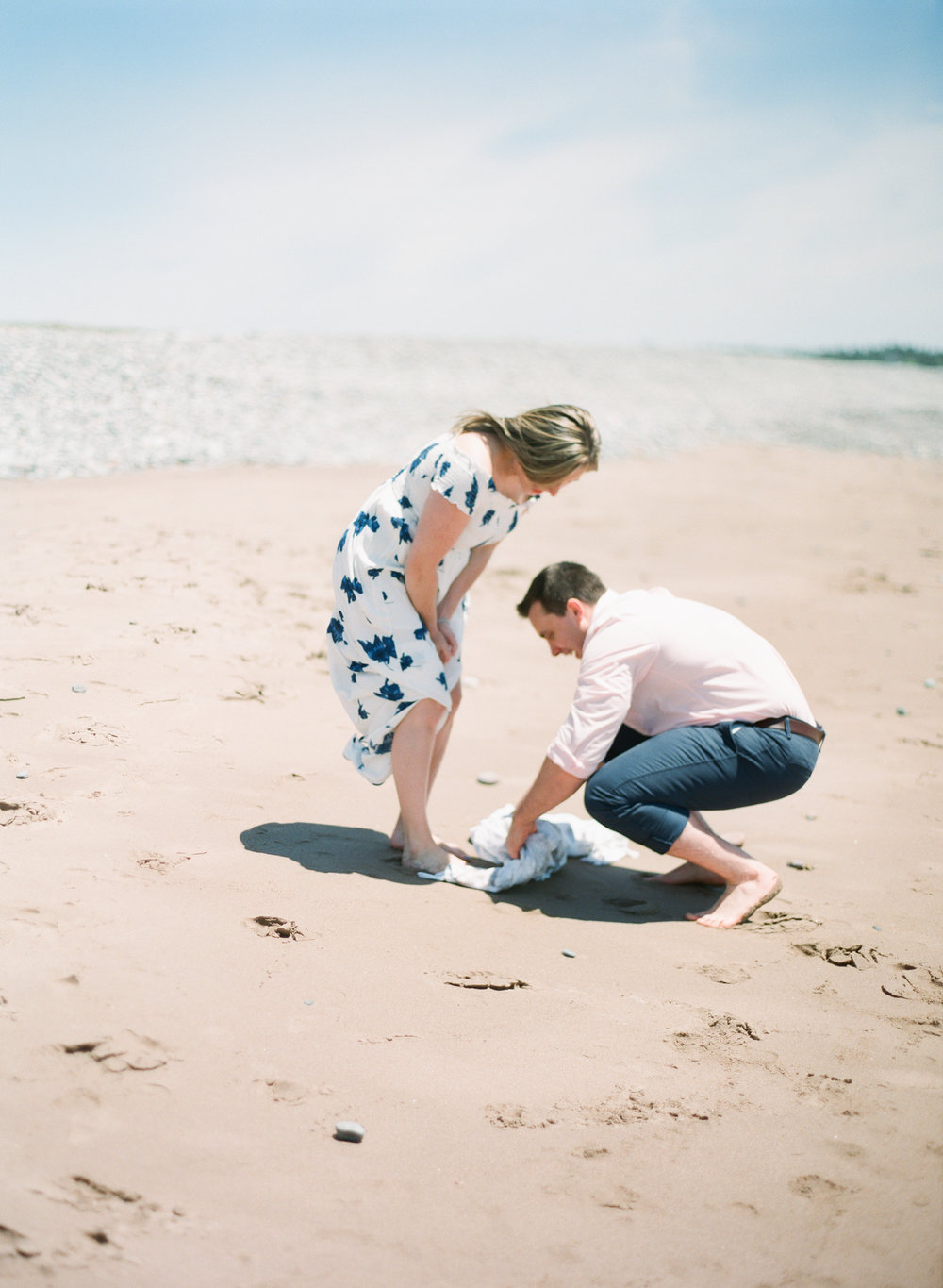 Jacqueline Anne Photography-Melissa and Daniel - Contax 645 - Beach Full Sun-24-10.jpg