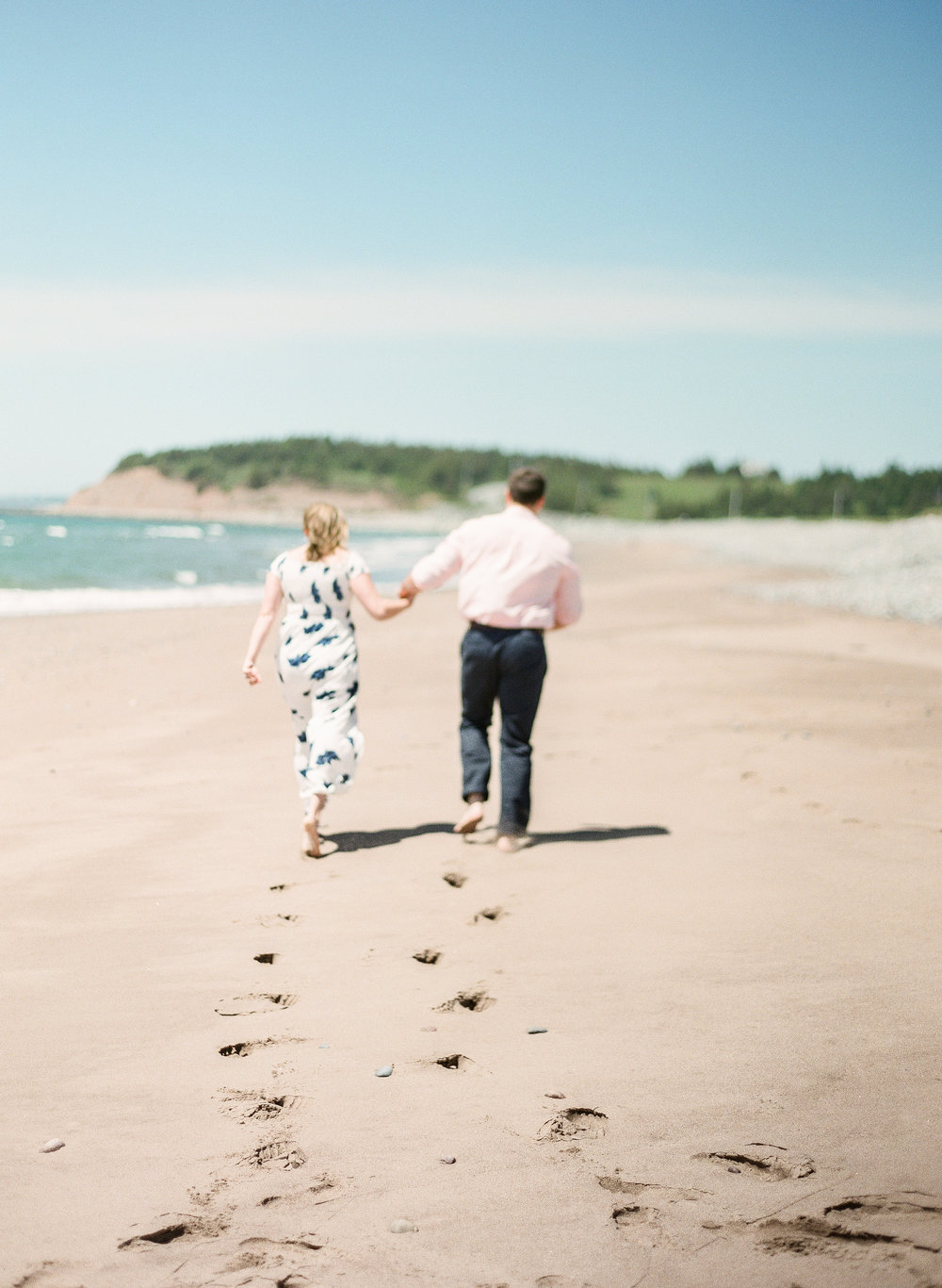 Jacqueline Anne Photography-Melissa and Daniel - Contax 645 - Beach Full Sun-24.jpg