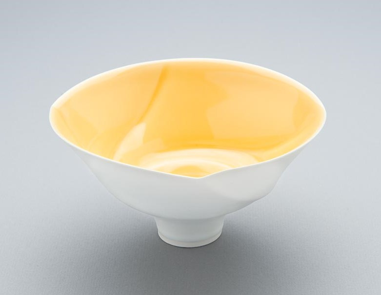 Porcelain spiral lipped bowl form. 250x180mm. 2008.jpg