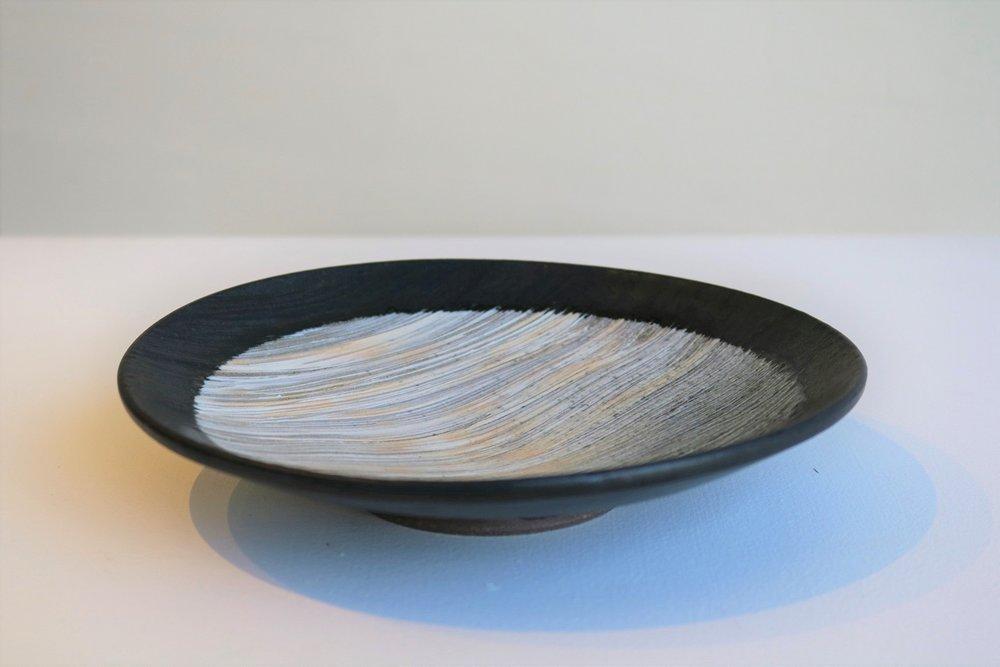 Terunobu Hirata, Hakeme (white slip) Dish,  stoneware, white slip on black matt glaze D18.5cm, 2016 SOLD