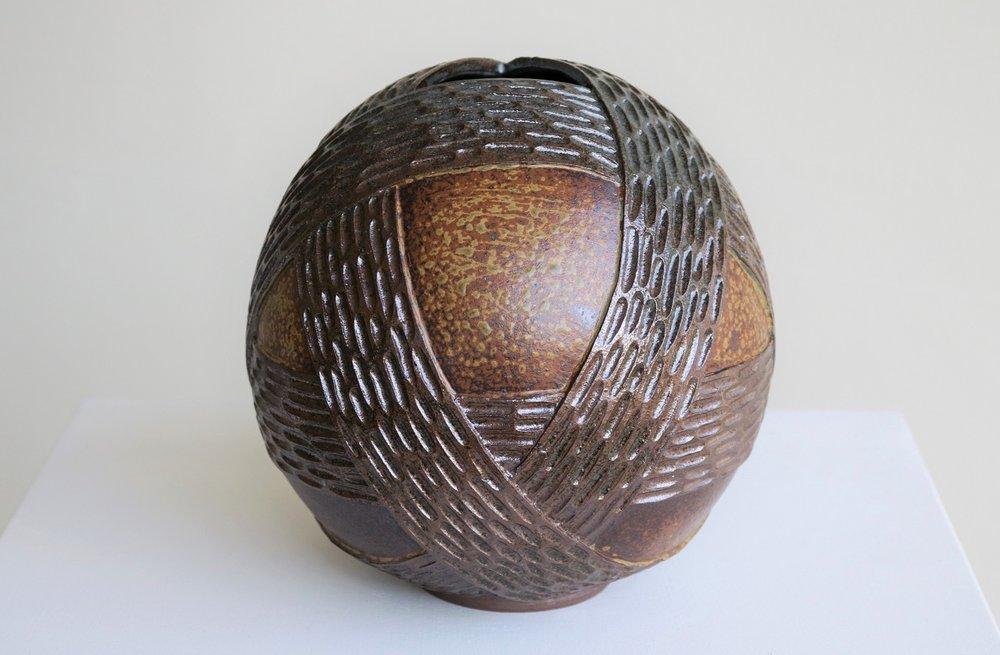 Terunobu Hirata,  Belted Sphere,  stoneware, ash glaze, H21cm, 2018 AVAILABLE