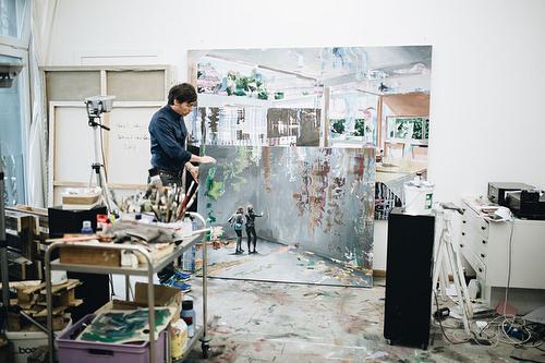 """""""ALLES WAS WIR SEHEN, IST NUR EIN DÜNNER FILM."""" Zu Besuch im Atelier von Dénesh Ghyczy in Berlin. #atelier #deneshghyczy #kunst #artexhibition #painterlife #artistatwork #studiolife #galleryweekend #framebyframe #visible #invisibles #berlin #linkinbio #newcontent #rushdarlington"""