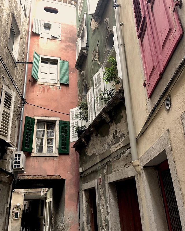 Discovering the incredible beauty of Piran in Slovenia #discovereurope #slovenia #piran #travel #archilover #innerbeauty #travelgram #rushdarlington