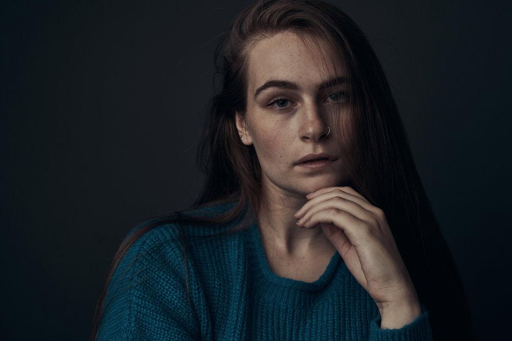 Alex Model Hedshot