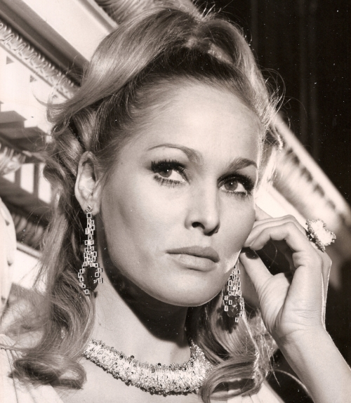 "Ursula Andress wears the ""Lei"" necklace at the Goldsmiths' Company, 1966"