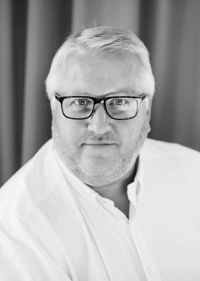 Henrik Holm   Henrik Holm har många års erfarenhet både från att vara grundare till och vara VD, ledamot och styrelseordförande i flera noterade svenska noterade tillväxtbolag.  Han har även haft en ledande roll i ett sk värdepappersbolag och fått bred erfarenhet från finansieringslösningar för listade bolag.  Henrik är en entreprenör som medverkat till många startups för tillväxtbolag.